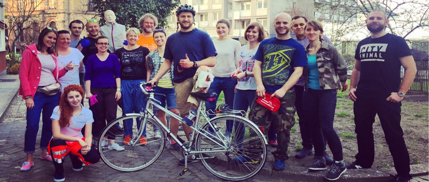 Kolejni rowerzyści już po kursie pierwszej pomocy